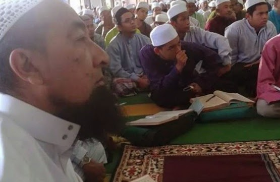 Foto Bergambar Ustaz Azhar Idrus Pun Mengaji Dengan Tuan Guru Salleh Musa