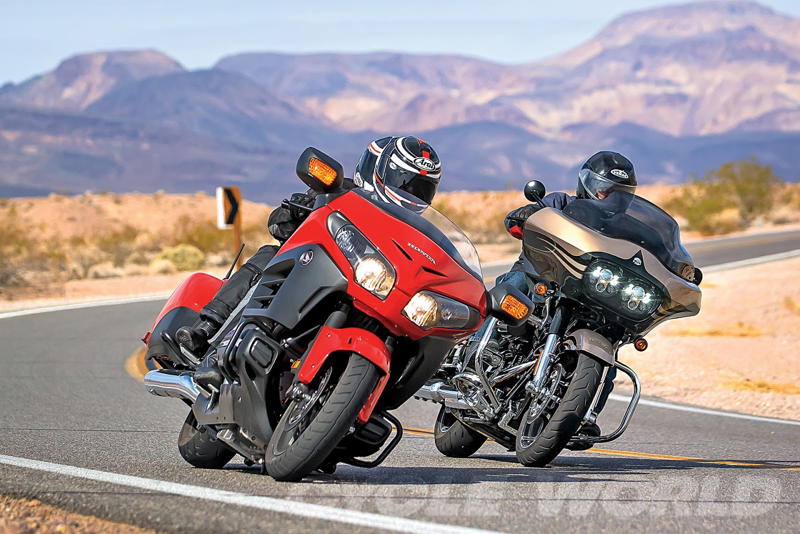 harley davidson vs honda Detailed bikes comparison on honda gold wing vs harley-davidson street glide  special compare on-road price, performance and other features on bike.