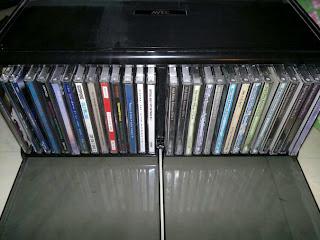CD-hållare medföljer köpet. Den röda skivan är Yellos bästa skiva!