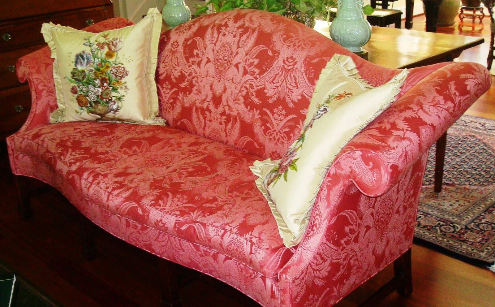 had ordered upholstery fabric in ivory, the pillow color, for the sofa  title=