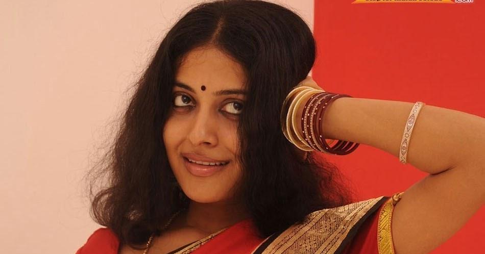 Karthika nair in saree