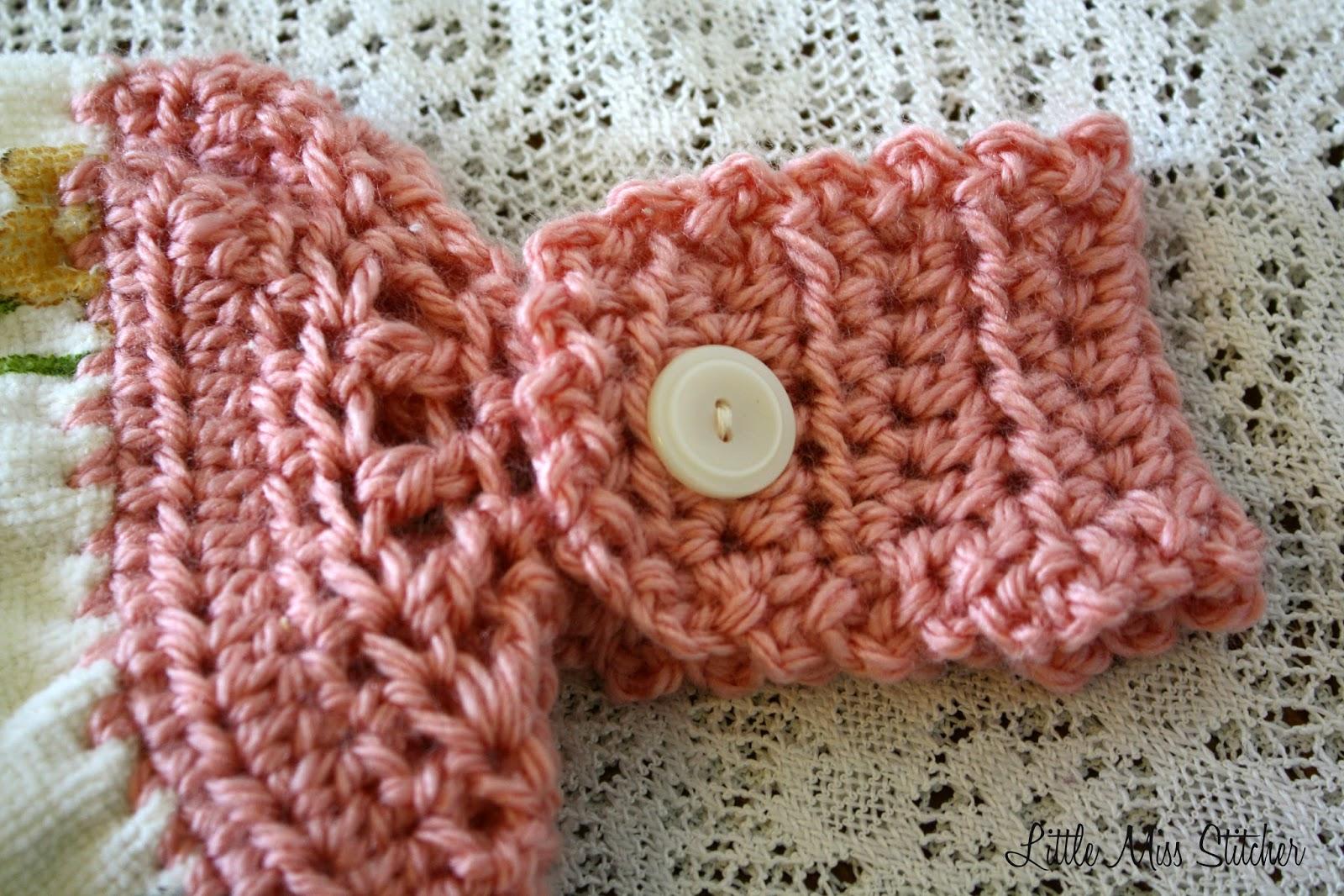 http://little-miss-stitcher.blogspot.com/2014/03/quick-and-easy-crochet-towel-topper.html