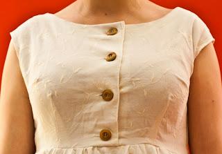 Detail der Knopfleiste * Kleid aus Feincord * MMM