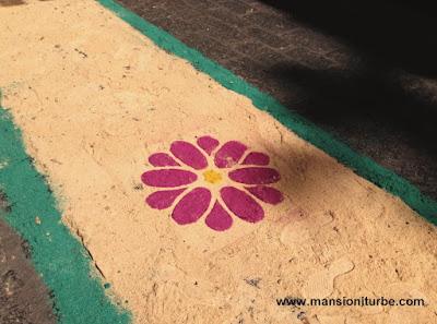 Tapete de Aserrin en Pátzcuaro, Fiestas de la Virgen de la Salud de Pátzcuaro