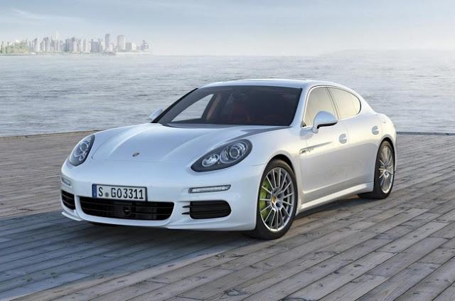 Porsche Panamera 2013 года белого цвета