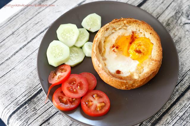 Śniadanie, jajka, boczek, Dania zapiekane w piekarniku, Dania wegetariańskie, bułka, z jajkiem, jajko sadzone, ser żółty,