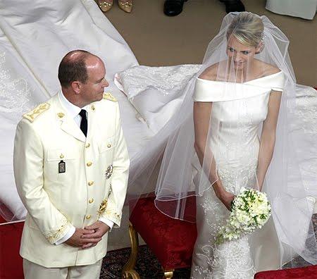 Княз Албер с кремава военна униформа на сватбата в Монако