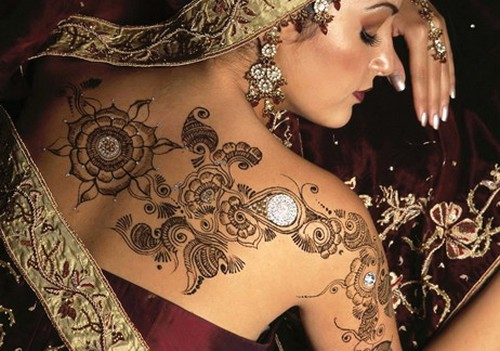 Glitter mehndi body art latest glitter tattoos henna for Beautiful body tattoo