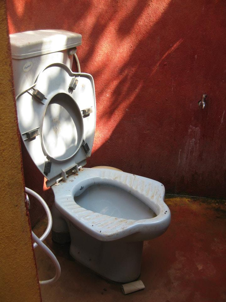 Indische Toilette versteckt csatv