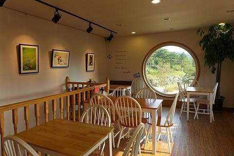 This Giant Rolleiflex Camera Actually A Cafe