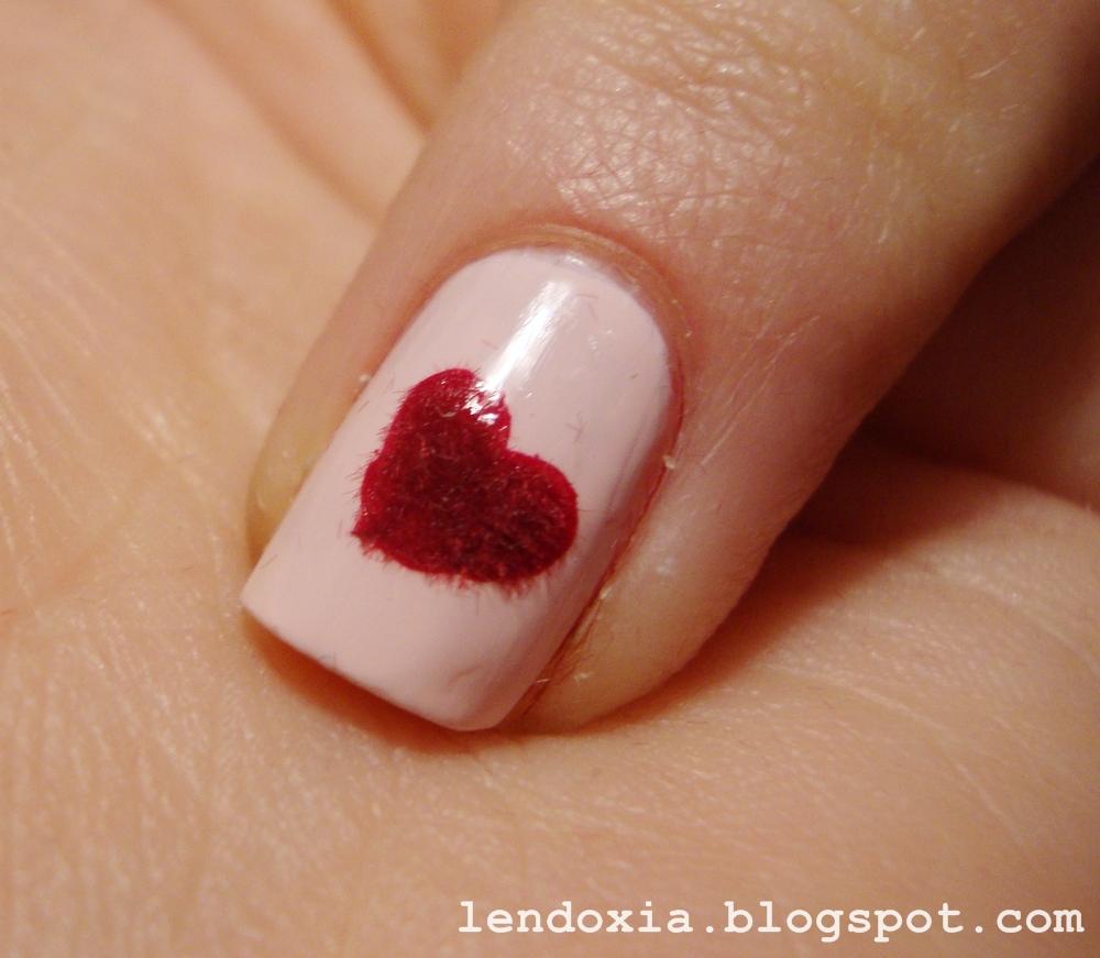 barsunasto srce na noktu