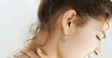 Il mal di pancia dà a un dorso e un fondo di uno stomaco