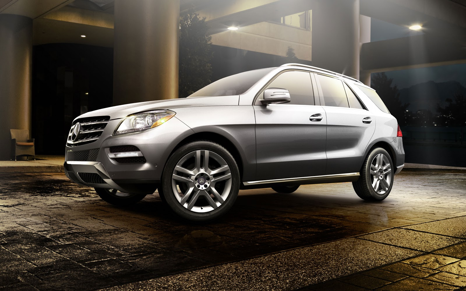 http://3.bp.blogspot.com/-MG1U6fNt-5c/UJ75cygrv2I/AAAAAAAAH6M/EOU3QAWZpsw/s1600/M-Class-SUV-Mercedes+Benz-exterior-front-side-view-silver-on-road.jpg