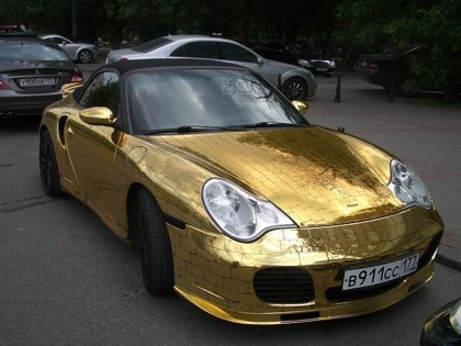 Porsche on Onde Um Magnata Exc  Ntrico Possui Um Porsche Coberto De Ouro S  Lido