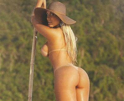 Andressa Urach, dançarina do Latino em making of para Sexy