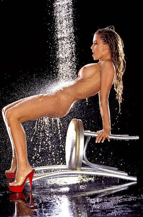 carmen electra naked picture video