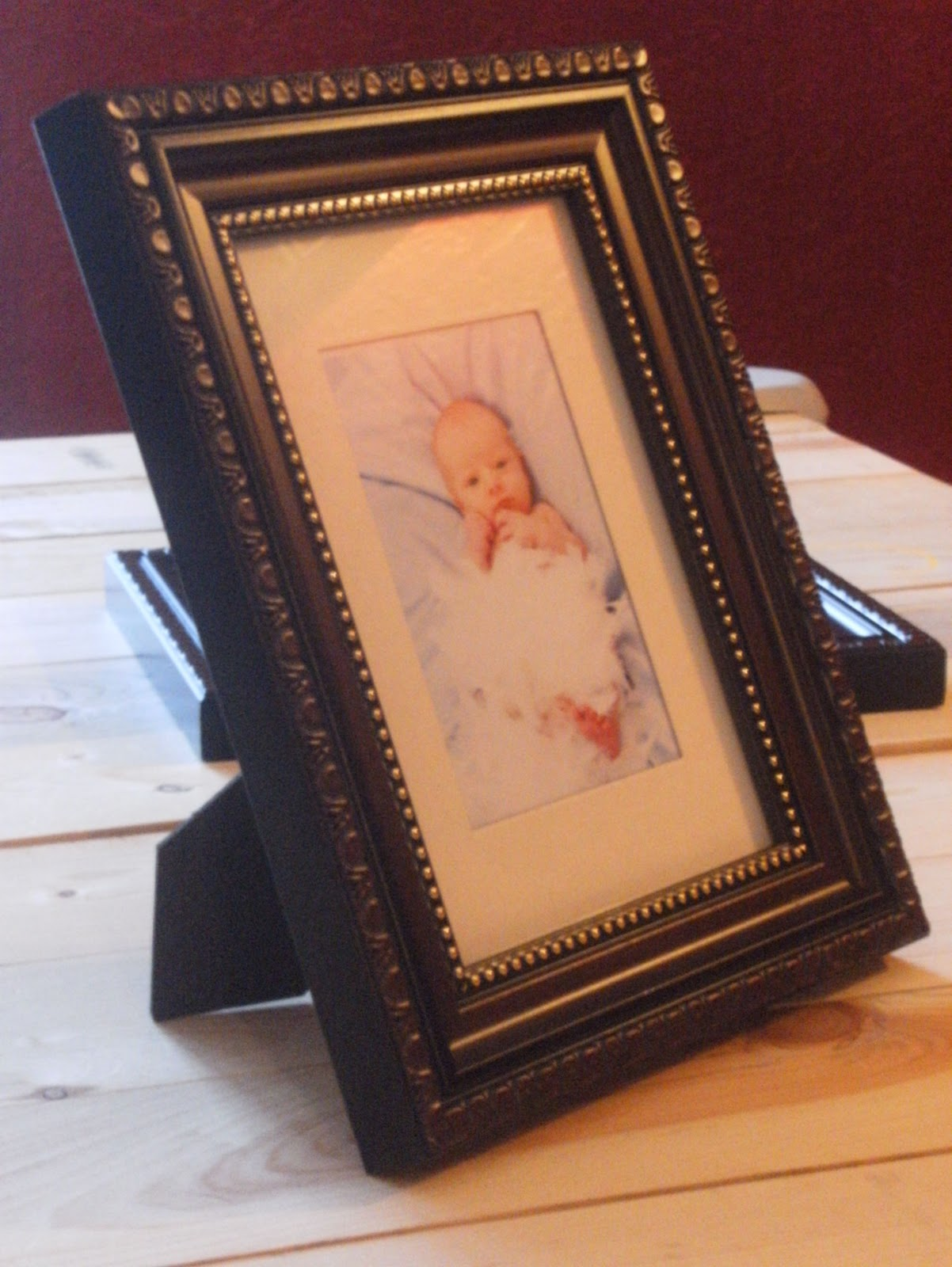 Quick, easy, and (relatively) cheap way to fix broken picture frame ...