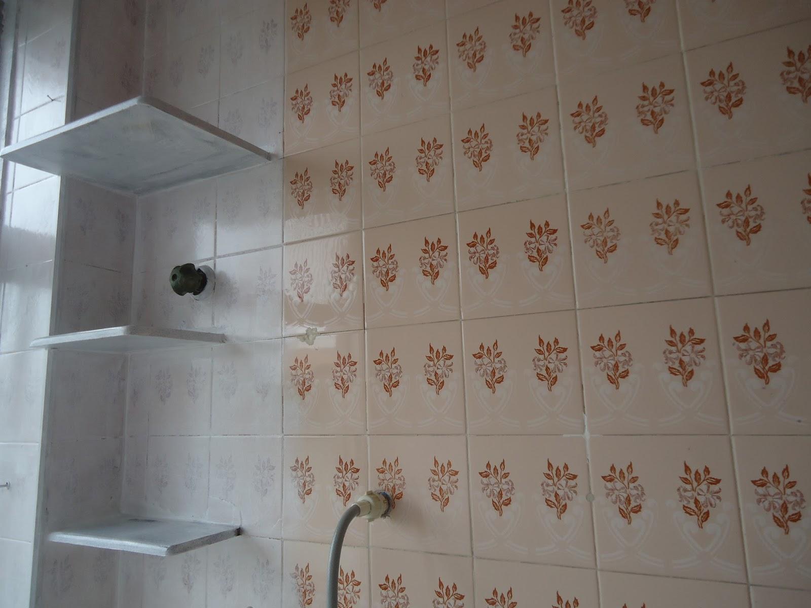 Arte em Tecido: Pintura em azulejos #624A3C 1600x1200 Banheiro Azulejo Ou Tinta