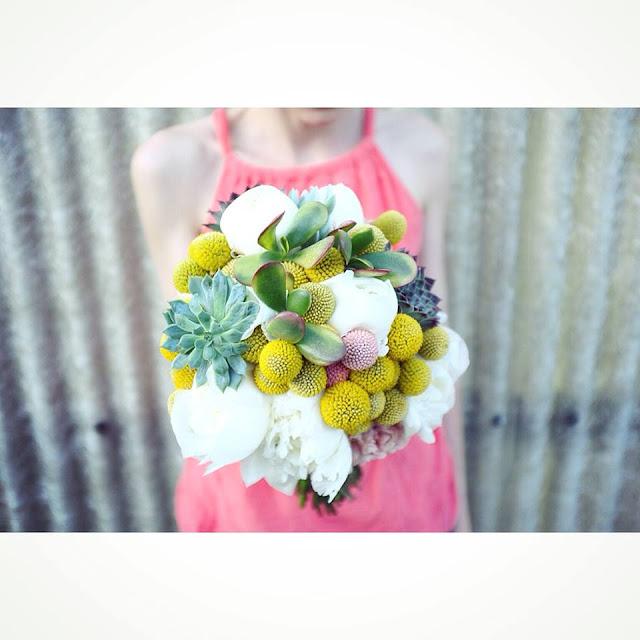 Ramo de novia de flores y plantas - Foto: Flowers By Bornay