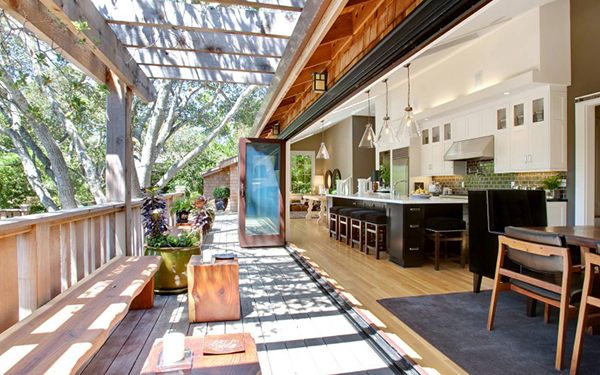Garten-Freisitz durch bodentiefe Fenster