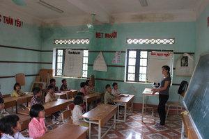 A classroom of the La Hủ ethnic children