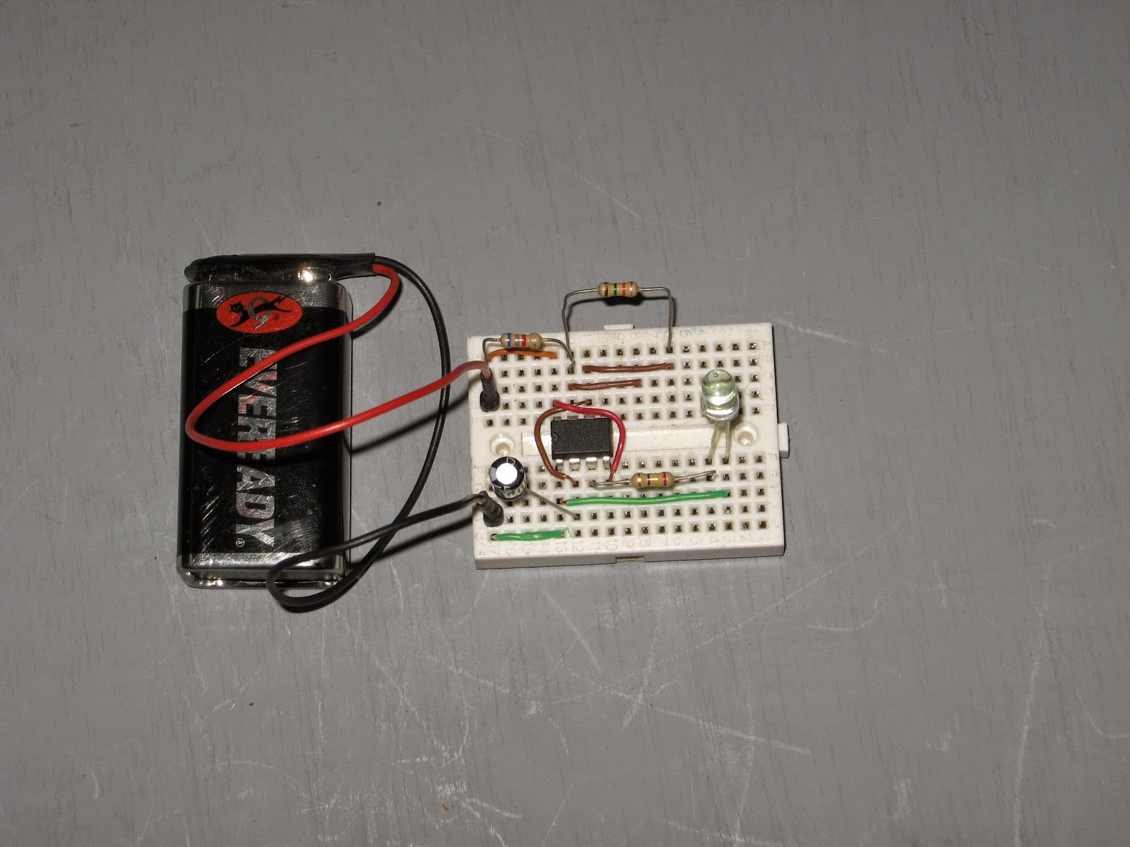 Circuito Led Intermitente : Electronica para dummies luz intermitente