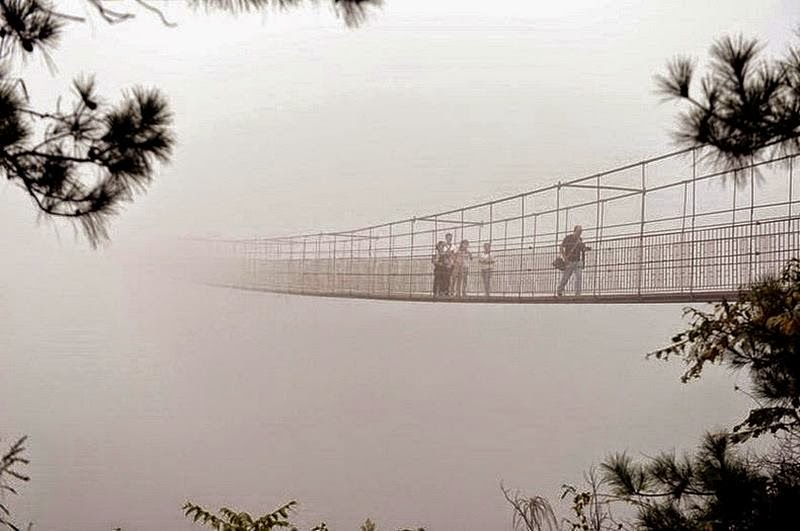An extraordinary suspension bridge, which is located in in Pingjiang county, in the province of Hunan, southern China, at a height of one hundred and eighty meters. Rocks, between which there is a unique bridge,that straddles two rocky peaks, 300 meters apart. All the tourists passing data structure are in this horror as the blade is fully transparent glass bottom bridge.