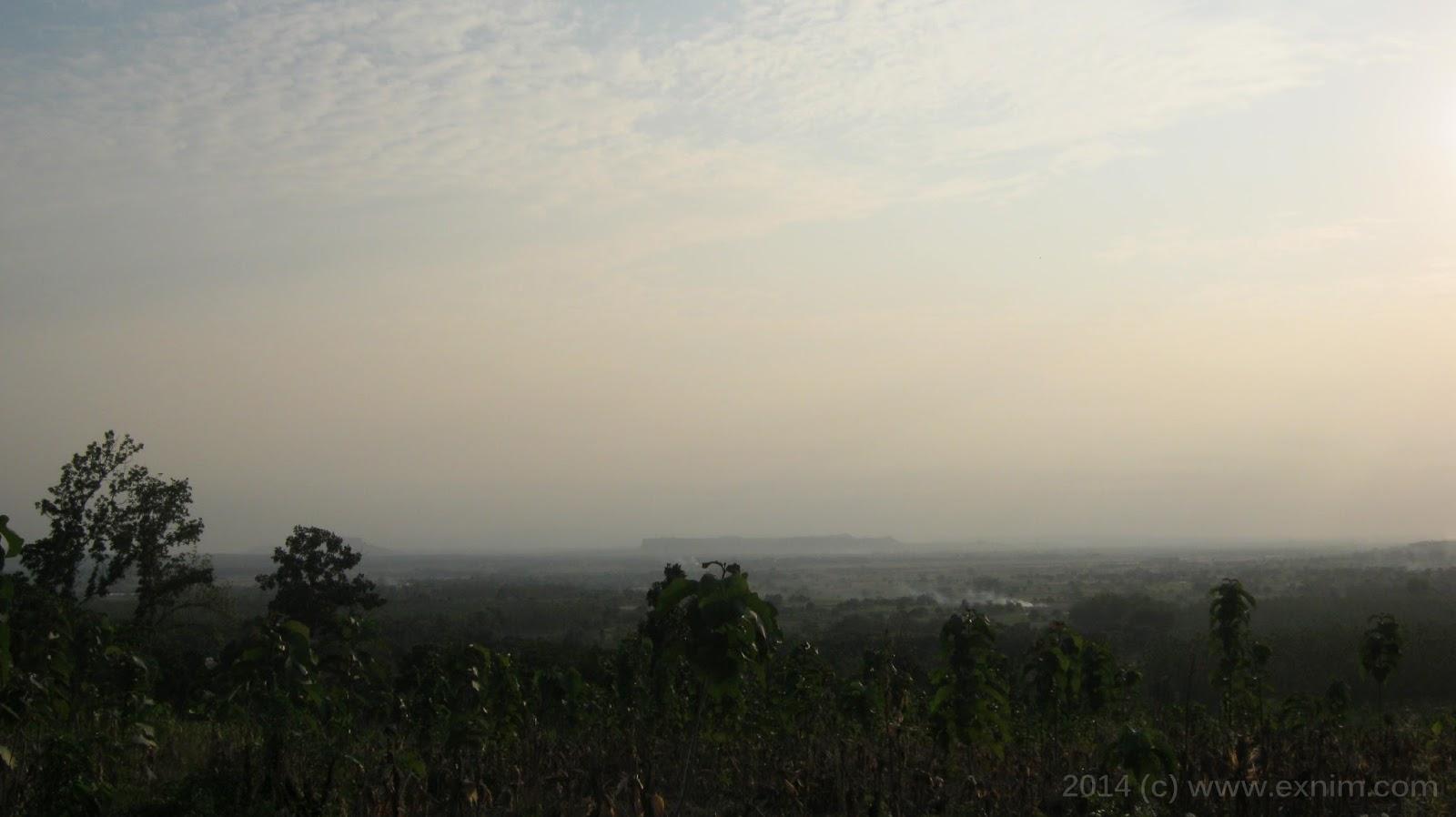 Foto panorama alam jelang sore hari