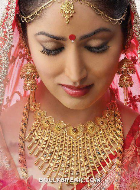 Yamini Gautam Face close up - (3) - Yami Gautam Bridal Dress Pics