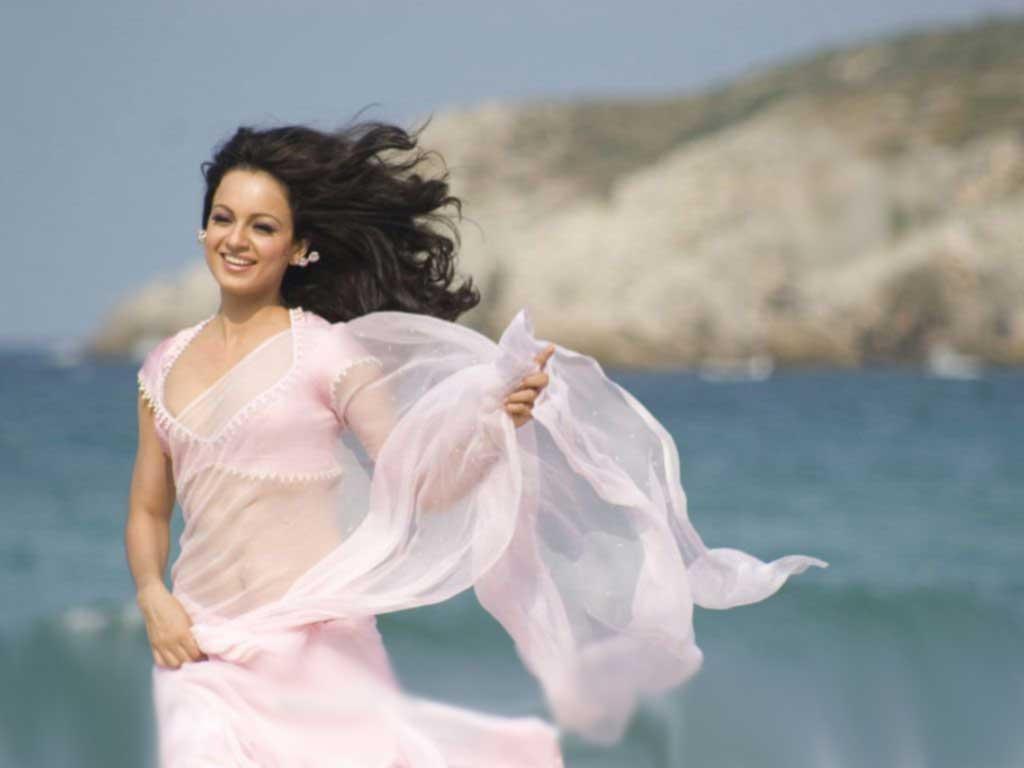 http://3.bp.blogspot.com/-MHTAUOC9HXo/UIfMqoJPocI/AAAAAAAAK94/Nybt9ESybyc/s1600/kangna-ranaut-in-white-sari-wallpaper1.jpg
