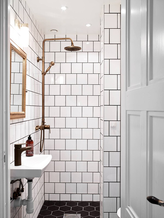Black and white bathrooms | Love the hexagonal floor tile. Photo via Stadshem found via Emmas Designblogg.