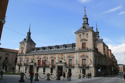 """ACasa de la Villa, Madrid"" by Tamorlan - Own work. Licensed under CC BY-SA 3.0 via Wikimedia Commons - https://commons.wikimedia.org/wiki/File:ACasa_de_la_Villa,_Madrid.JPG#/media/File:ACasa_de_la_Villa,_Madrid.JPG"
