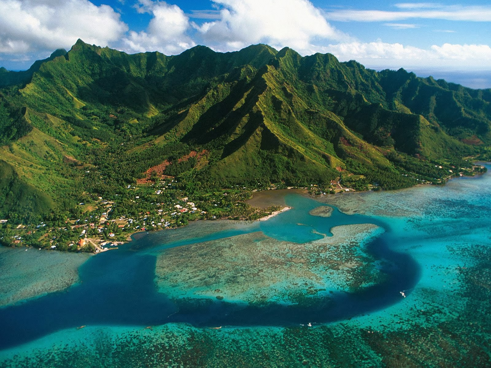 honeymoon in Moorea, Plage de Toaroto,Tetiaroa, holiday in tahiti, vacation in Bora Bora, Moorea holiday, Brando resort, garden of eden, surfing, trekking, diving