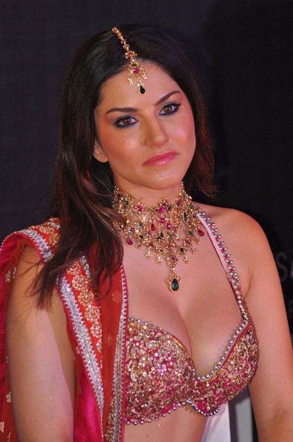 Sunny Leone's Photos - Hot Red Ghagra Choli Styles   Desifunblog