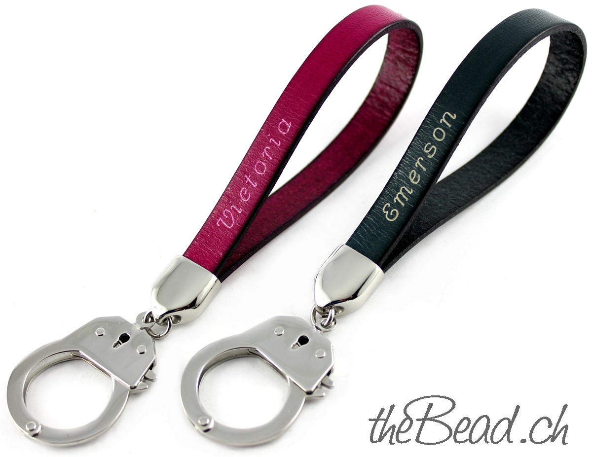 Schlüsselanhänger mit Handschellen und Gravur von thebead