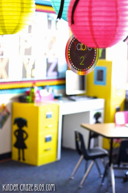 so many cute ideas for classroom decor!