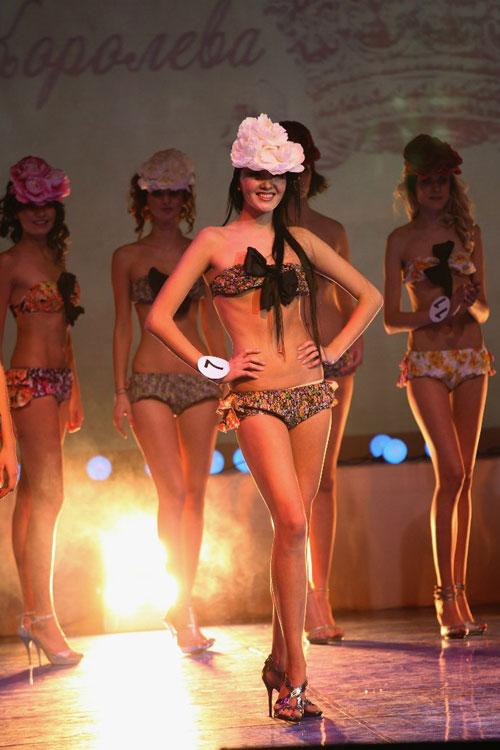 Valeria Voronova (CRIMEA 2012) Valeria%2BVoronova-bikini