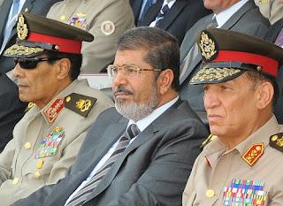 Presiden Mursi bersama jenderal militer (Arsip Muslimvillage 2012)