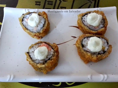 Kyuden Sushi: Hot Roll de Salmão com Cream Cheese