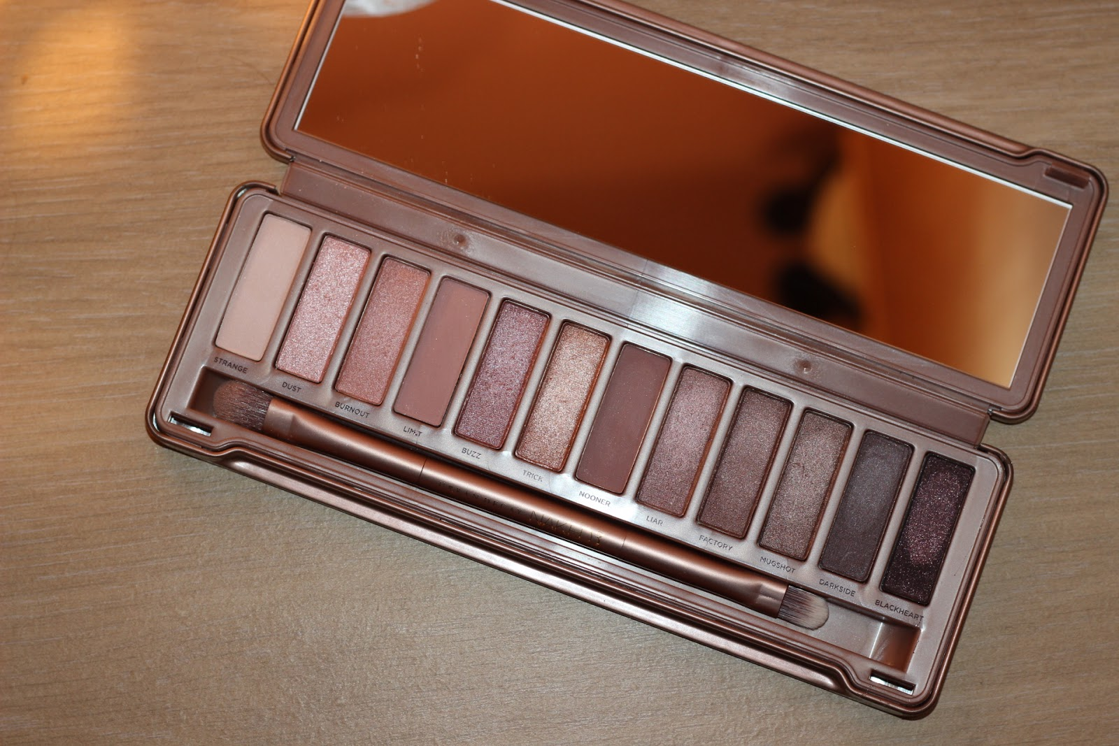Close up look of naked 3 palette from Urban Decay
