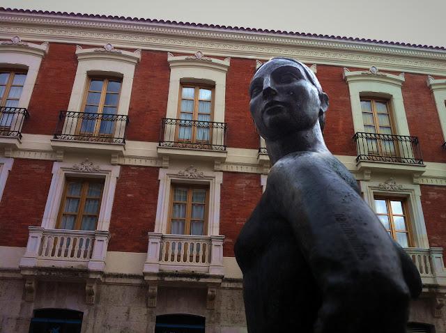 La aguadora intuye que va a llover, 2012 cc Abbé Nozal