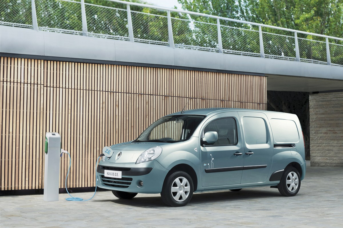 la gazette automobile renault kangoo ze utilitaire de l 39 ann e 2012. Black Bedroom Furniture Sets. Home Design Ideas