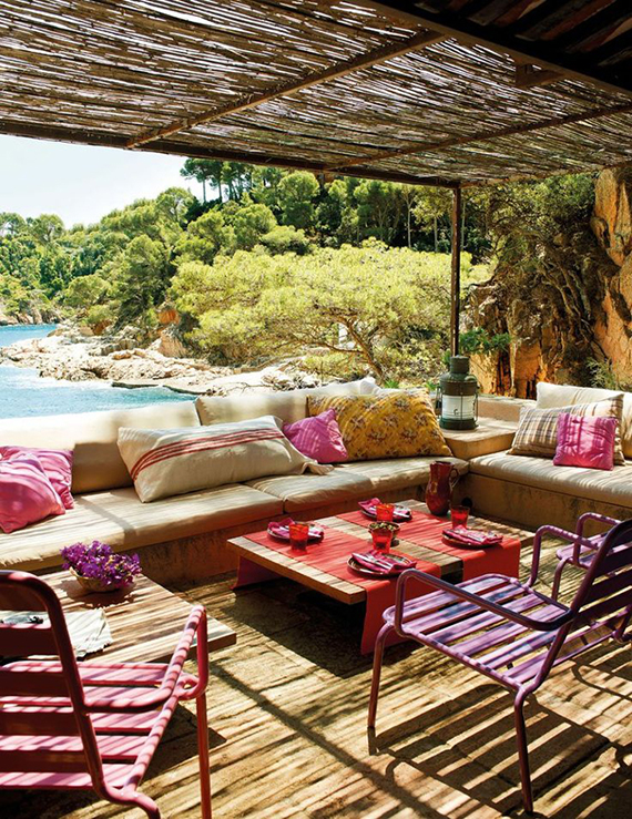 Mediterranean shady terrace by the sea | El Mueble