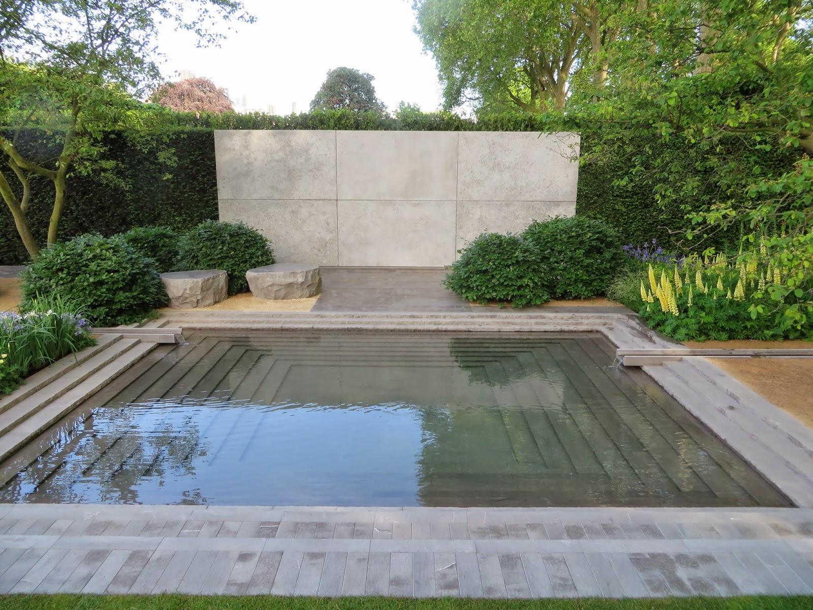 The gardener 39 s eye chelsea italian style for Chelsea garden designs