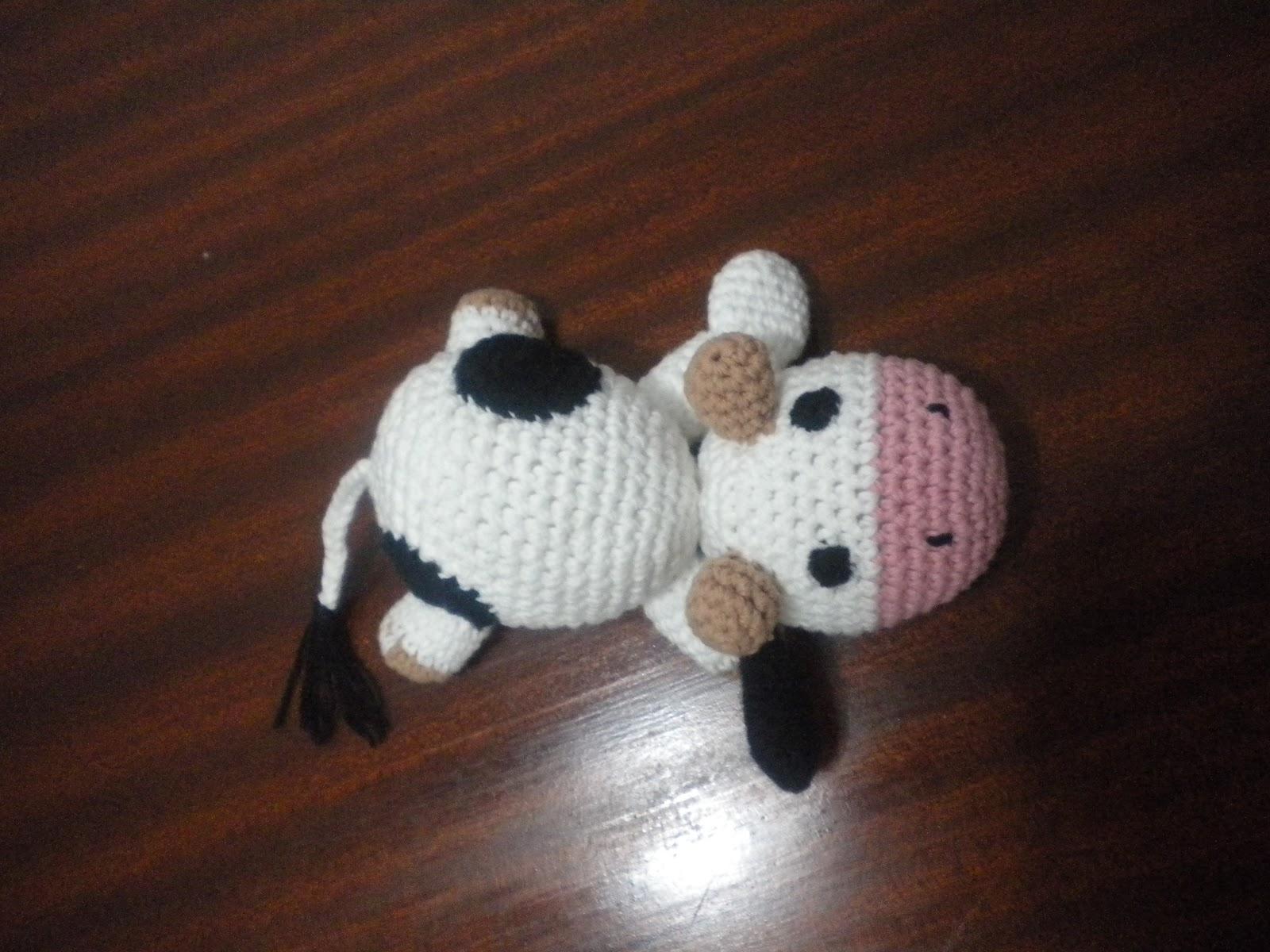 AnGeLeS TeJiDoS: Amigurumi ------- Vaca