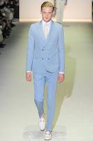 светлосин мъжки костюм с тесни панталони