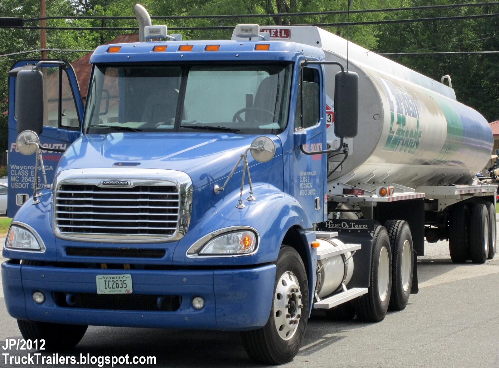 Truck,HEIL Gasoline Fuel Tanker Trailer, Flash Foods Gas Station Store