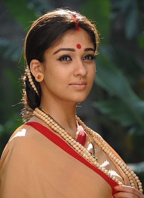 Pretty Thigh Show hot actress nayantara new look Cute