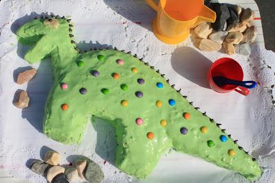 Tarta de cumpleaños infantil, de dinosaurio