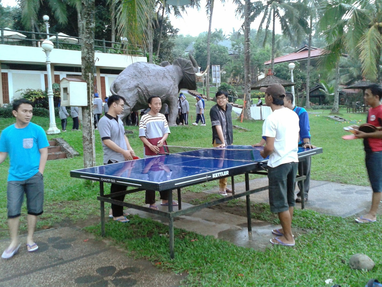 Lomba main tenis meja teman-teman kantor